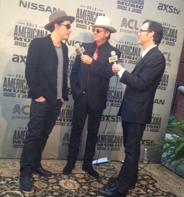 Jakob Dylan w/Chuck Mead & Craig Havighurst for 1st ever Americana Music Awards Pre-tel outside the Ryman Auditorium. Hmmm why's my script crumpled up on the carpet behind them?!